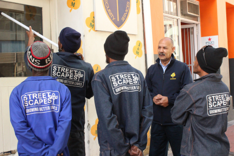 Yusuf Khan from J&M Cleaning training Streetscapes members